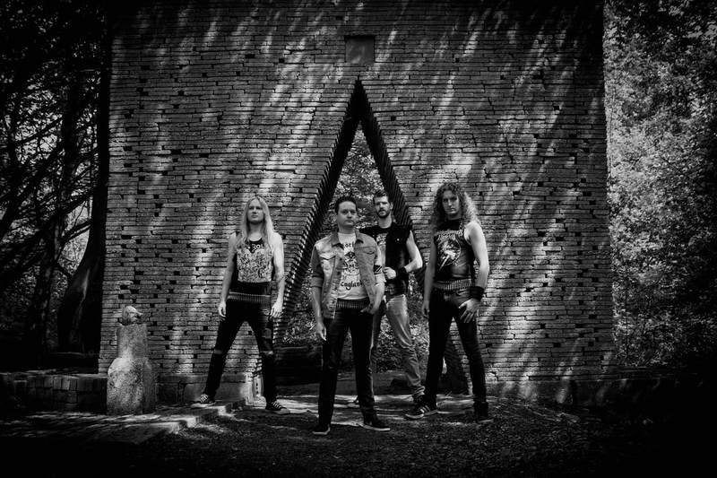 fotosessie ecokathedraal metalband Overruled